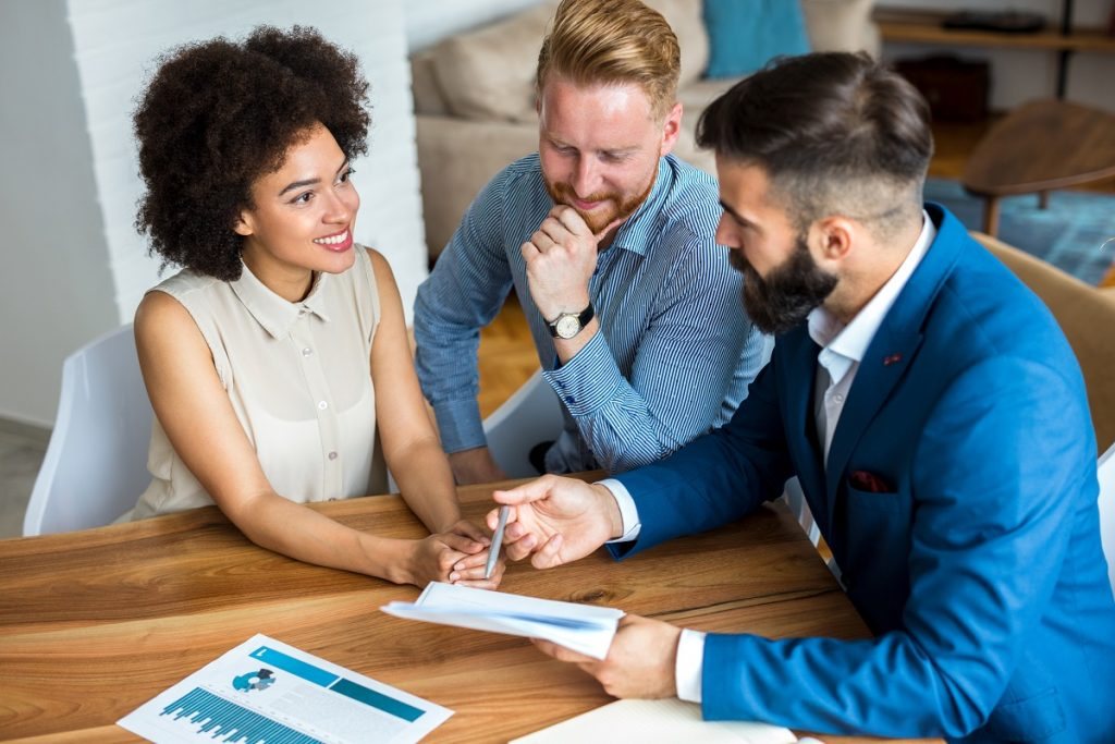 Couple with financial expert