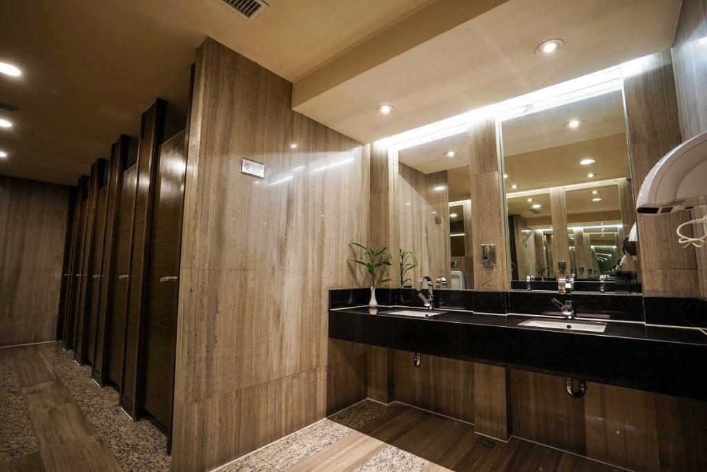 Classy commercial comfort room