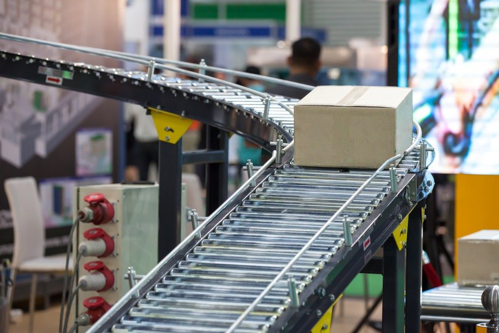 Box on the conveyor belt